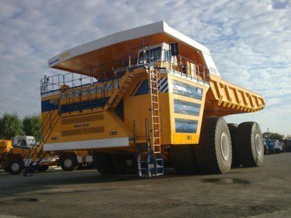 A világ legnagyobb teherbírású billenős teherautója – (képekkel)