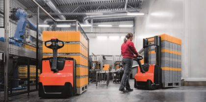 A Toyota Material Handling bemutatja újonnan továbbfejlesztett gyalogkíséretű palettázó és rakatoló targoncáit