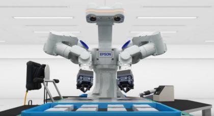 """""""Látó, érző, gondolkodó, dolgozó"""" kétkarú WorkSense robot érkezik Európába"""