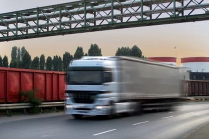 Logisztikai szövetség: az e-útdíj miatt versenyképesebb lett a belföldi kombinált szállítás