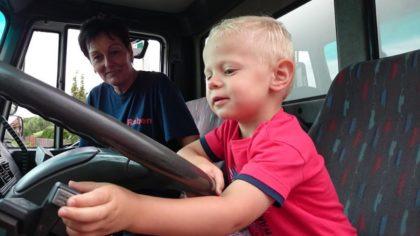 Miért fontos a szállítás és a közúti biztonság? A gyerekeknek is tudni kell!