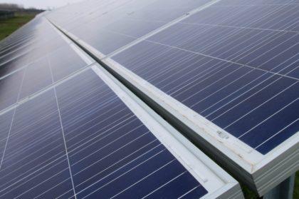 Rekorder és gigaméretű naperőmű-parkok épülnek itthon