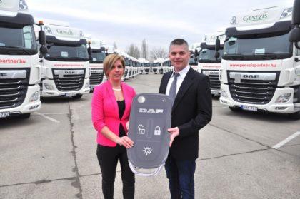 Ötven új DAF nyerges vontatóval gazdagodott a Gyümölcs Trade Kft.