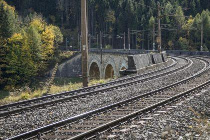 Megkezdődött az észak-balatoni vasútvonal villamosítása