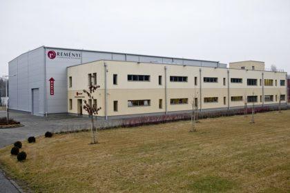 Cégünk, a Reményi Csomagolástechnika Kft. 1991 óta van jelen a csomagolástechnika területén