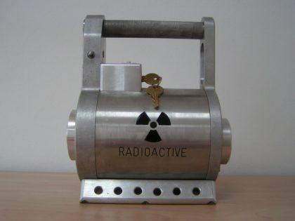 Radioaktív anyagok, csomagok biztonságos, előírásszerű közúti és légi szállítása