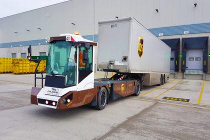 Önvezetésre is képes elektromos anyagmozgatókat tesztel a UPS