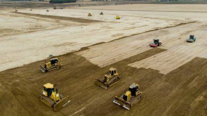 A BMW elhalasztja a debreceni gyárának építését