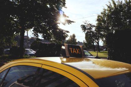 Büntetett előéletűek a jövőben nem vezethetnek taxit