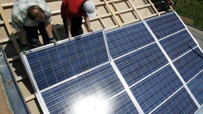 Egy napelemes rendszer, ami önhűtő és öntisztító is