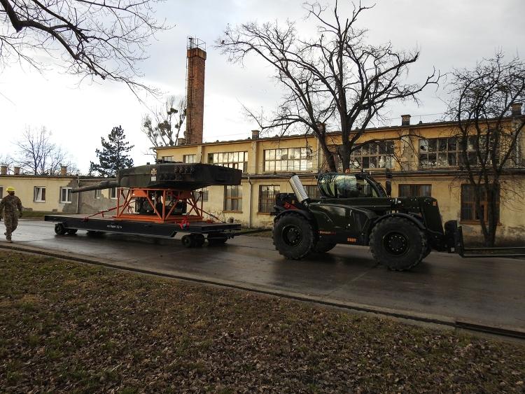 harckocsitorony szállítás