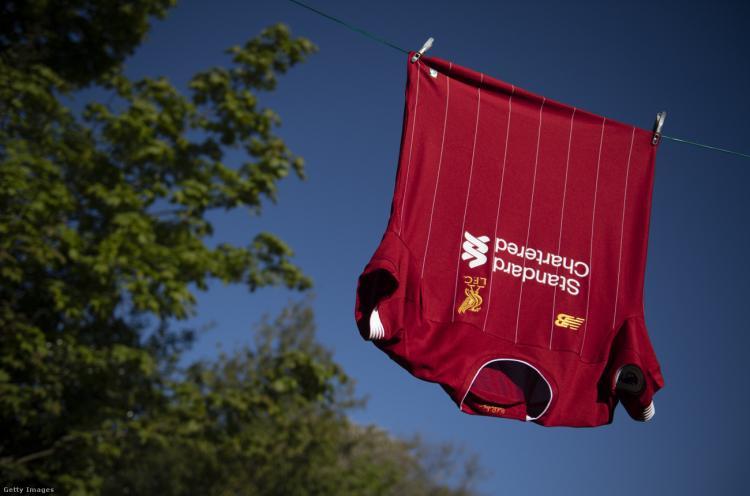 műanyagpalackból készül futball mez (Forrás: Visionhaus)