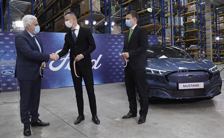 Ford raktárközpontja Biatorbágyon