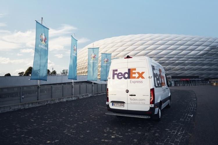 fedex tehergépkocsi labdarúgás stadion
