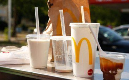 A McDonald's már júniusban megkezdi a műanyag kiváltását