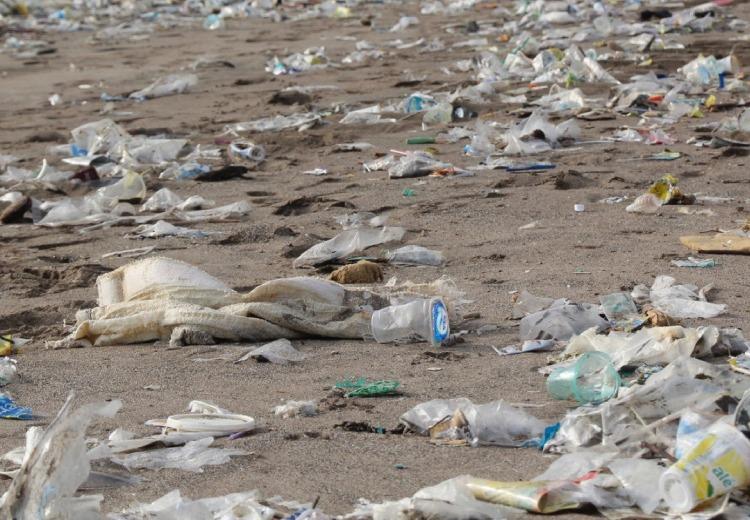 tengerpart tenger műanyag flakon