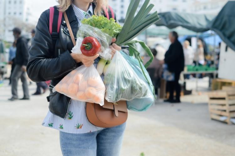 műanyag zacskó kéz nő paprika táska