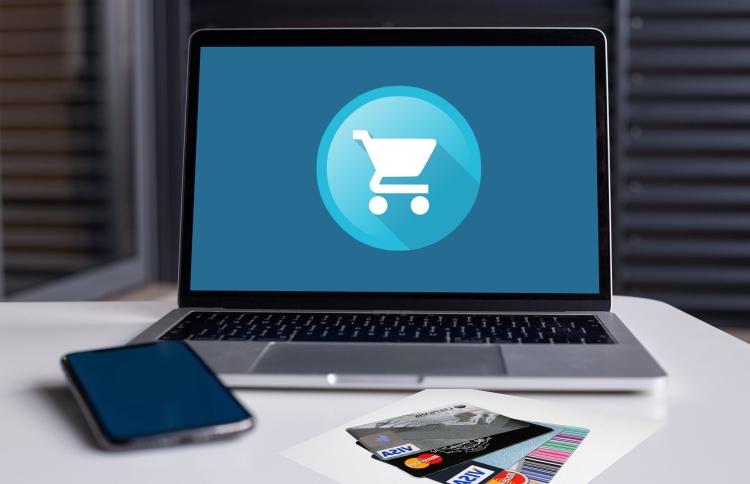 Laptop, monitor, bevásárlókocsi