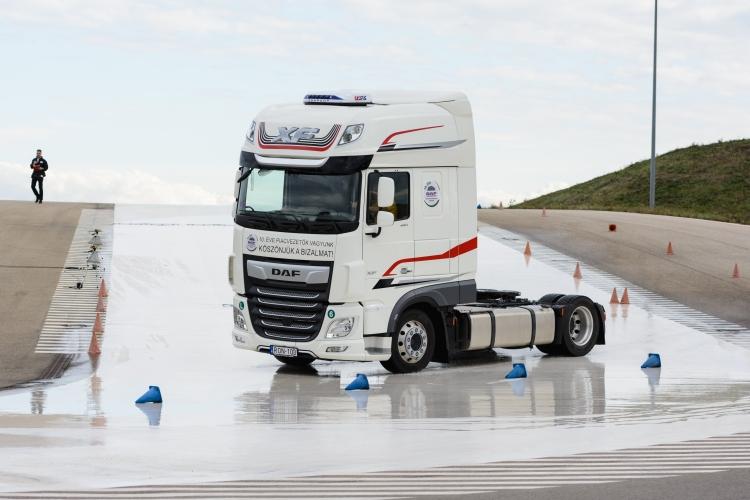 kamion vezetéstechnikai pálya