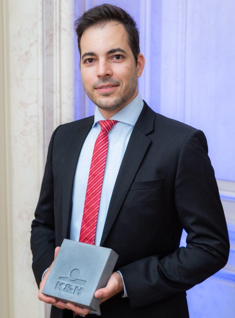fülöp zsolt díj kitüntetés öltöny nyakkendő