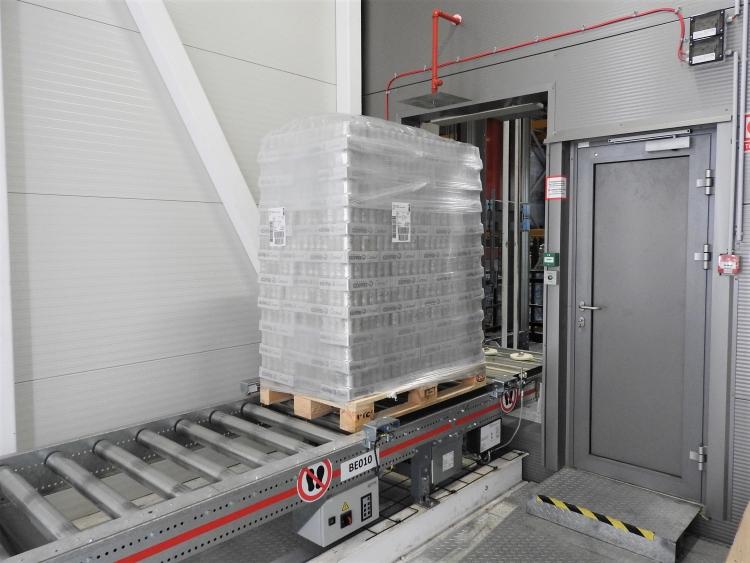 szállítópálya ajtó csarnok üzem raklap doboz